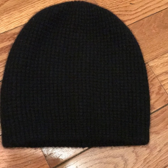 f3d875c4959 Madewell Accessories - Like new! Madewell Black Cashmere Waffle Knit hat